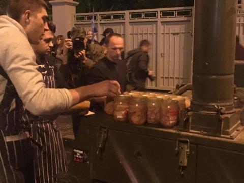Бесплатная еда: Завтра на Михо-Майдан потянутся все бомжи Киева