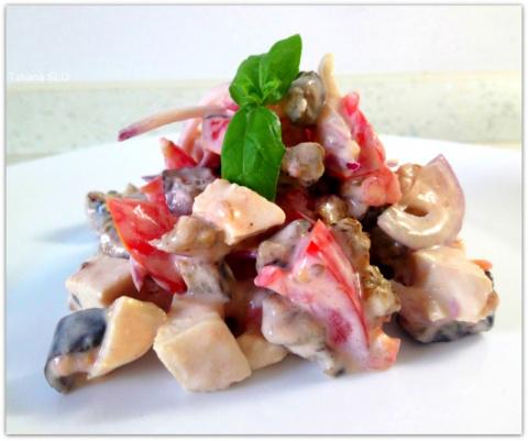 Салат с курицей и баклажанами