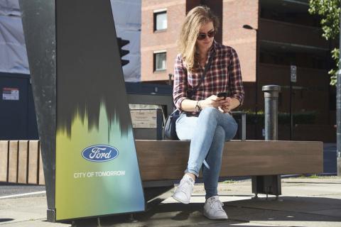 Ford разработал идеальную скамейку для пешеходов