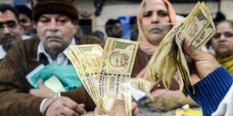 Война с наличными в Индии помогла богатому банкиру