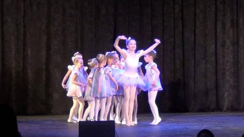 Скоро, скоро Новый год! Танцуют дети