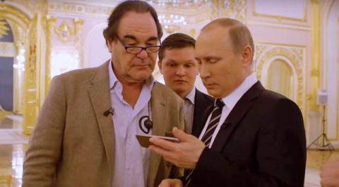 Стоун и Путин: Как мир реаги…