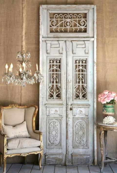 Самые стильные, красивые и смелые идеи поделок из старых дверей