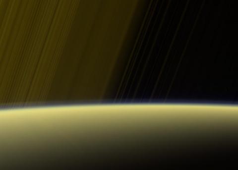 Магнитная аномалия Сатурна о…