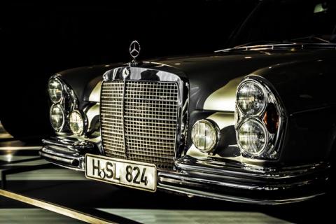 Большой мальчик: Mercedes-Be…