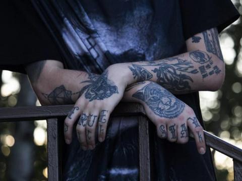 Что на самом деле означают татуировки уголовников