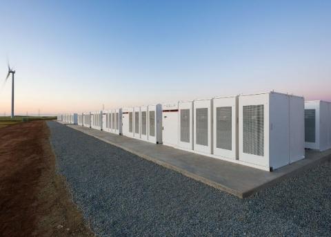 Tesla за два месяца собрала крупнейшую литий-ионную батарею