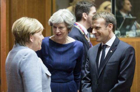 Меркель хочет помочь Мэй в переговорах по Brexit