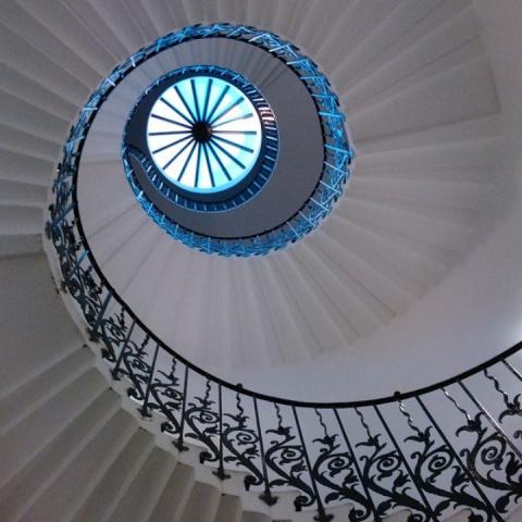 Завораживающая красота спиральных лестниц