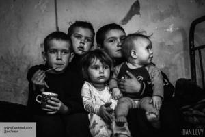 Посмотри в глаза Донбассу: ф…