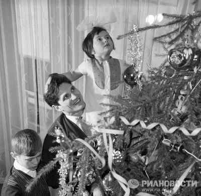 Все девочки – блестящие снежинки, а мальчики – милые зайчики: какими были советские утренники