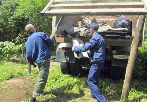Платить ли за вывоз мусора на даче зимой, если живёшь там только летом?