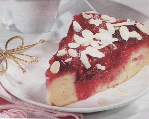 Пирог со сливой.