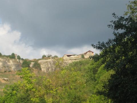 Чуфут-Кале -пещерный город.