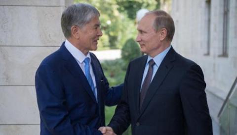 Атамбаев наградил Путина выс…
