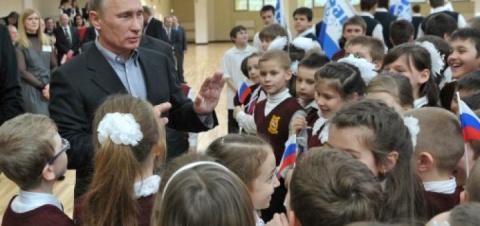 Кого Путин поздравил с Победой