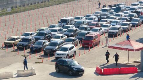 Счет пошел на сотни: туристы пробиваются сквозь затор Керченской переправы
