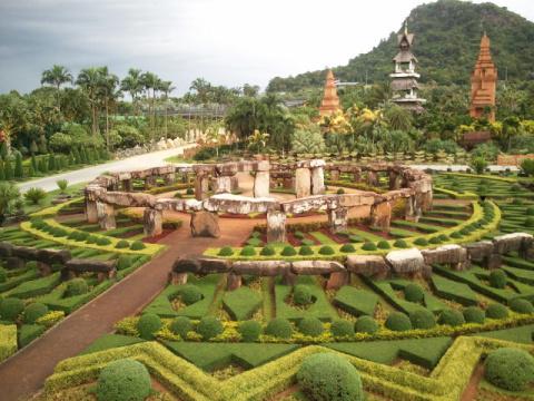 """""""Стоунхедж"""" в тропическом парке Нонг Нуч,  Тайланд"""