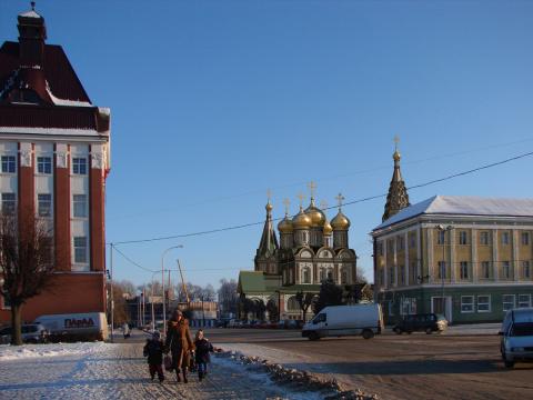 Вид с проспекта Ленина на центральную площадь города и храм Всех Святых