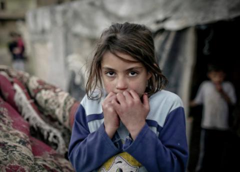 В ЕС рассказали о насилии над детьми в лагерях для беженцев в Греции и Италии