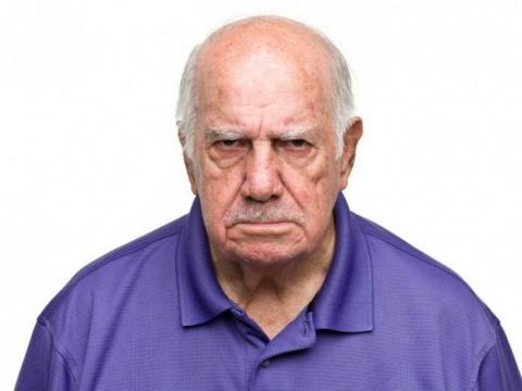 Старик попал в Рай и спустя 10 минут начал возмущаться
