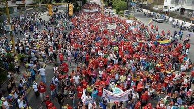 Сторонники венесуэльской оппозиции перекрывают автомагистрали по всей стране