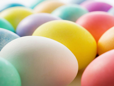 Красим яйца во все цвета радуги  природными красителями