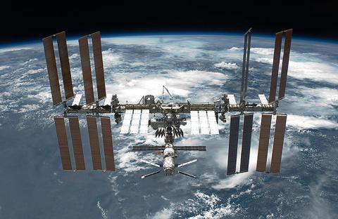 Российский космонавт полетал по МКС на пылесосе