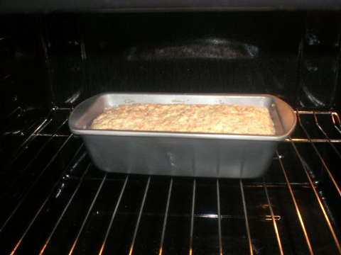 Вдохновленная результатами выпечки кекса без яиц, молока, которые пекла в субботу и в воскресенье, сегодня по этому же рецепту спекла CARROT CAKE- морковный кекс.. Поднялся еще выше!!