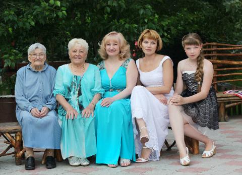 Дочь, мама, бабушка, прабабушка, прапрабабушка! Изумительное фото!!!