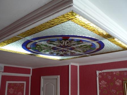 Витражный подвесной потолок-светильник