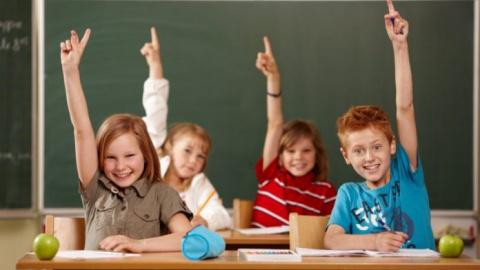 Учитель проверяет знания дет…