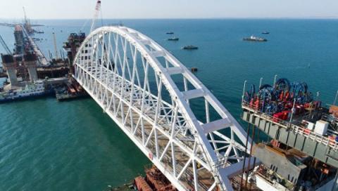 Кругом зрада! Крымский мост навел украинских радикалов на черные мысли