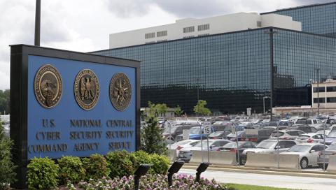 Экс-глава АНБ и ЦРУ не согласен, что РФ является главной «угрозой» США