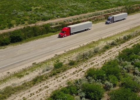 Немцы испытают в США беспилотную грузовую автоколонну