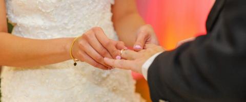 «Выходи за меня!»: как я стала невестой при живом муже и 2-летней дочери