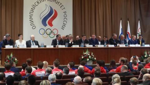 Спортсмены из России подняли…