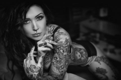 Красивые девушки с интересными татуировками