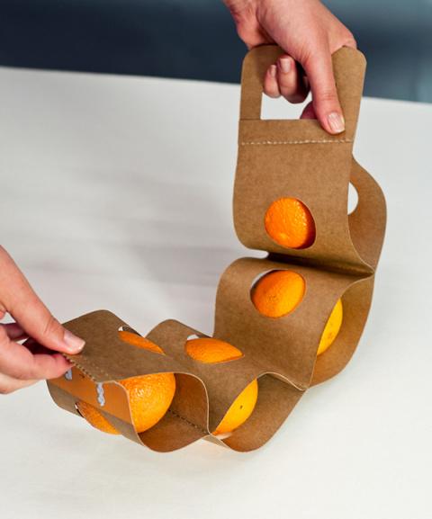 Как унести четыре апельсина в одной руке?