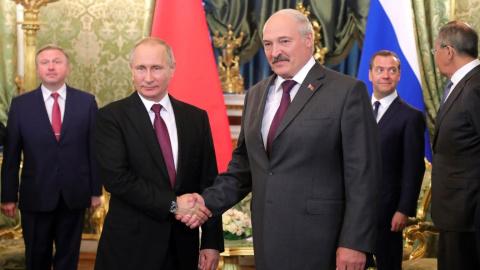 Лукашенко пошутил про снаряд…