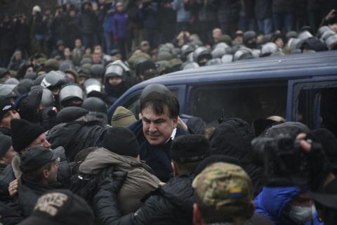 Неуловимого Саакашвили все же задержали
