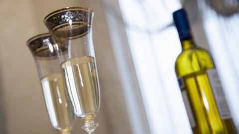 Глава Минздрава назвала полезную для здоровья дозу алкоголя