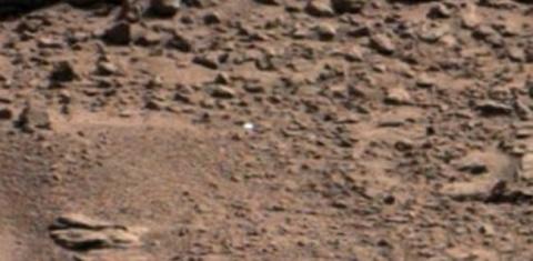 """На Марсе засняли белые """"чайные чашки"""""""