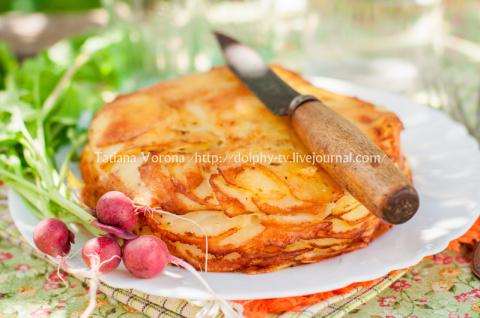 Слоеная картофельная запеканка с сыром