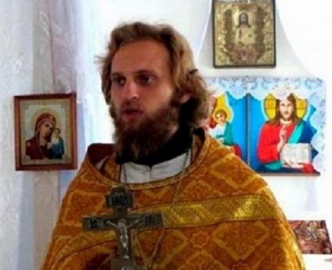 Бывший священник развлекаетс…