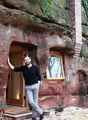 Сбежал от цивилизации — мужчина превратил древнейшую пещеру в уютное жилище со всеми удобствами