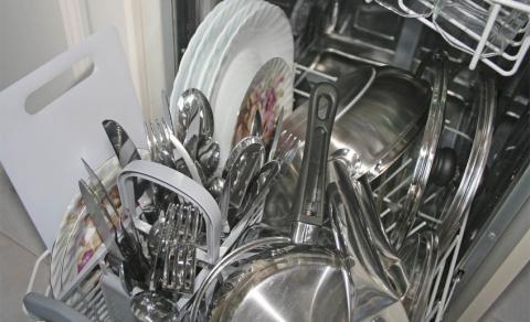 Помощники на кухне: посудомоечная машина. Так ли она необходима?