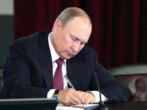 Путин осудил теракт в Барсел…