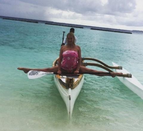 Анастасия Волочкова развращает местное население Мальдив
