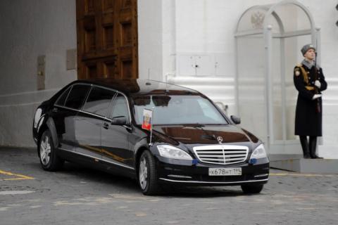 Новый лимузин для президента РФ против машин Трампа, Макрона и Си Цзиньпина